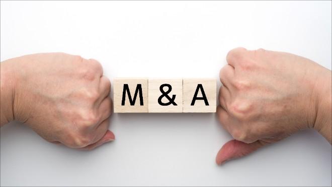 株式譲渡とは?メリットとデメリットなど手続き方法や税務上の注意点を解説